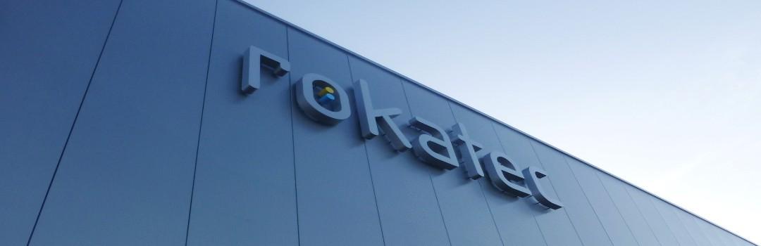 Het Rokatec logo op de gevel