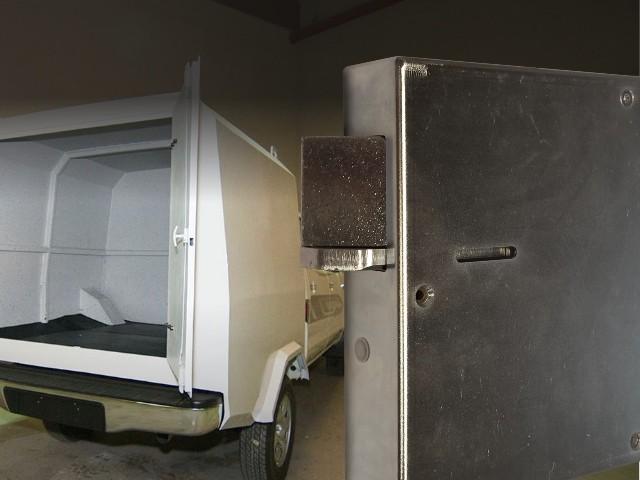 Geldtransportwagen met het deurslot van M-Locks
